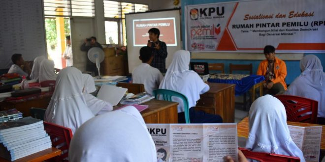 Sambangi SMPN 1 Anreapi, KPU Polman Sosialisasikan RPP
