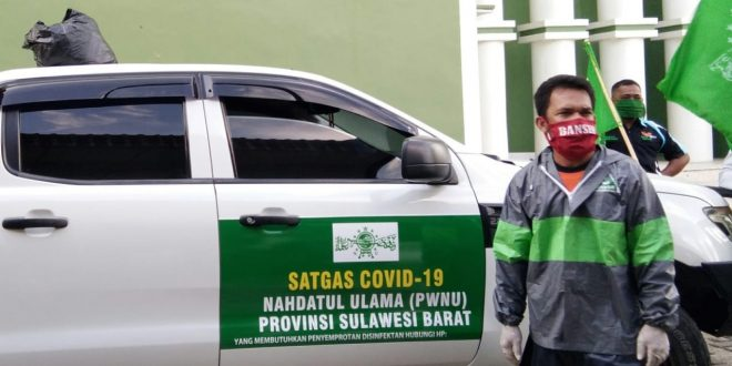 Satgas Covid-19 PWNU Sulbar Bagikan 500 Masker bagi Para Pekerja Informal di Polman