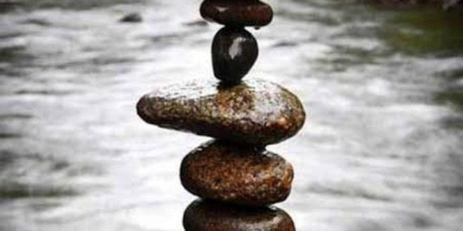 Batu Lebih Ringan Di dalam Air, Mengapa?
